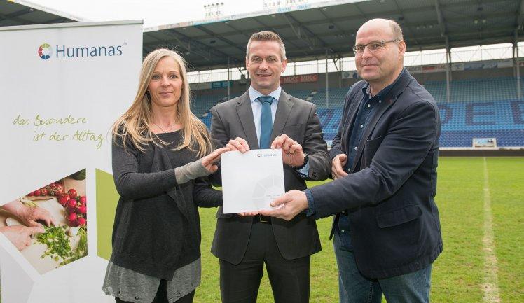 """""""Blau-weiße Liebe schweißt zusammen – Humanas GmbH wird Exklusiver Sponsor des 1. FC Magdeburg"""""""